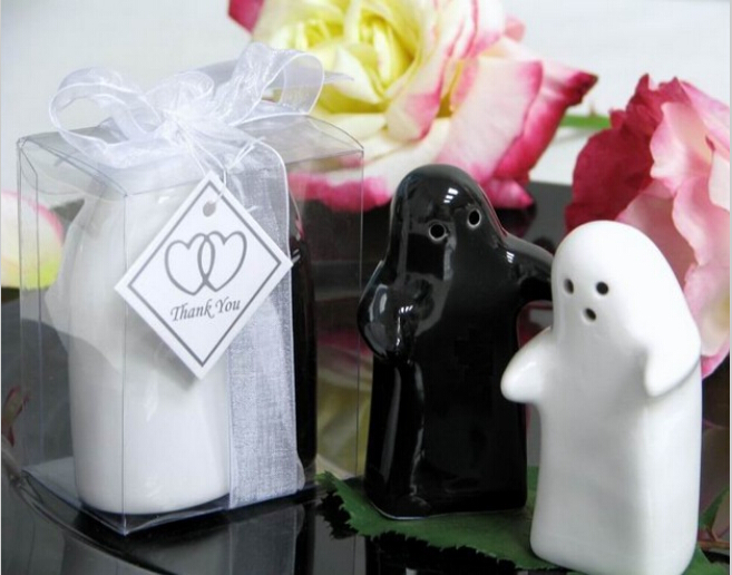 Black And White Hug Salt Pepper Shakers 100set Lot Wedding Favor Party Birthday Gift Children Guest Present In Favors From Home Garden On
