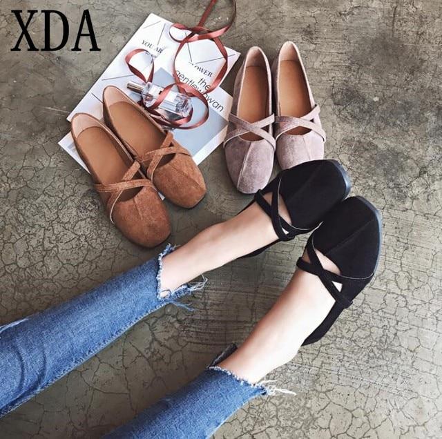 Xda 2018 Для женщин модные женские балетки на плоской подошве с закрытым носком Обувь квадратная голова одиночные Обувь Лоферы для женщин Жемчуг повседневная обувь W225