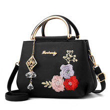 купить 2019 Women Embroidery Flower Leather Handbag Shoulder Bag Ladies Purse Tote Messenger Satchel Crossbody Large Top-Handle Bags дешево