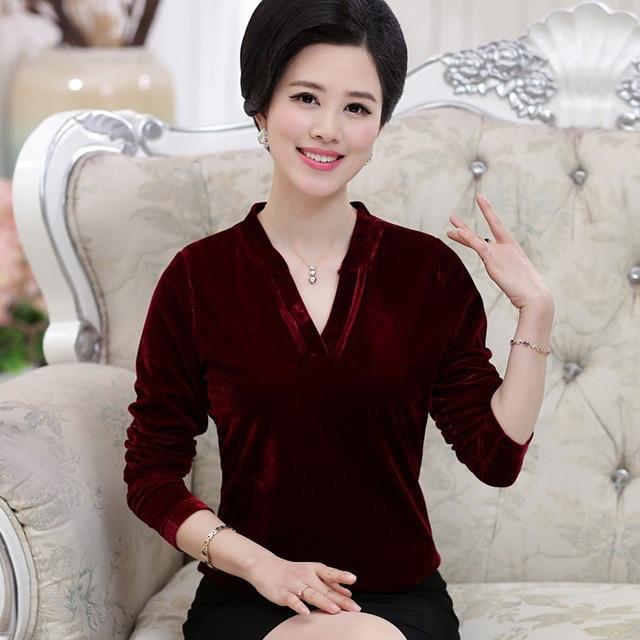 Женщин среднего возраста моды осень мать clothing женский свободно длинными рукавами Футболки золотые бархатные топ плюс размер основной рубашка пуловер