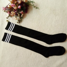 Спортивные теннисные носки для девочек; хлопковые носки в полоску; женские эластичные гольфы выше колена для студентов; Болельщицы; спортивные гольфы для колледжа