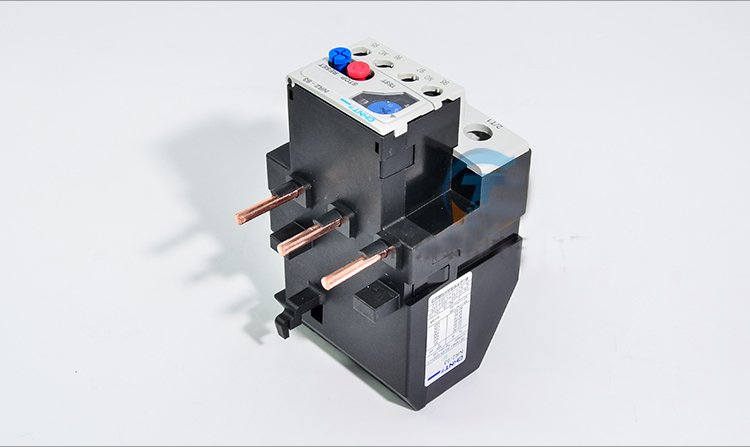 цена на Free shipping 1PC high quality CHNT NR2-93/Z Thermal overload relay CJX2 23-32A/30-40A/37-50A Thermal Relay