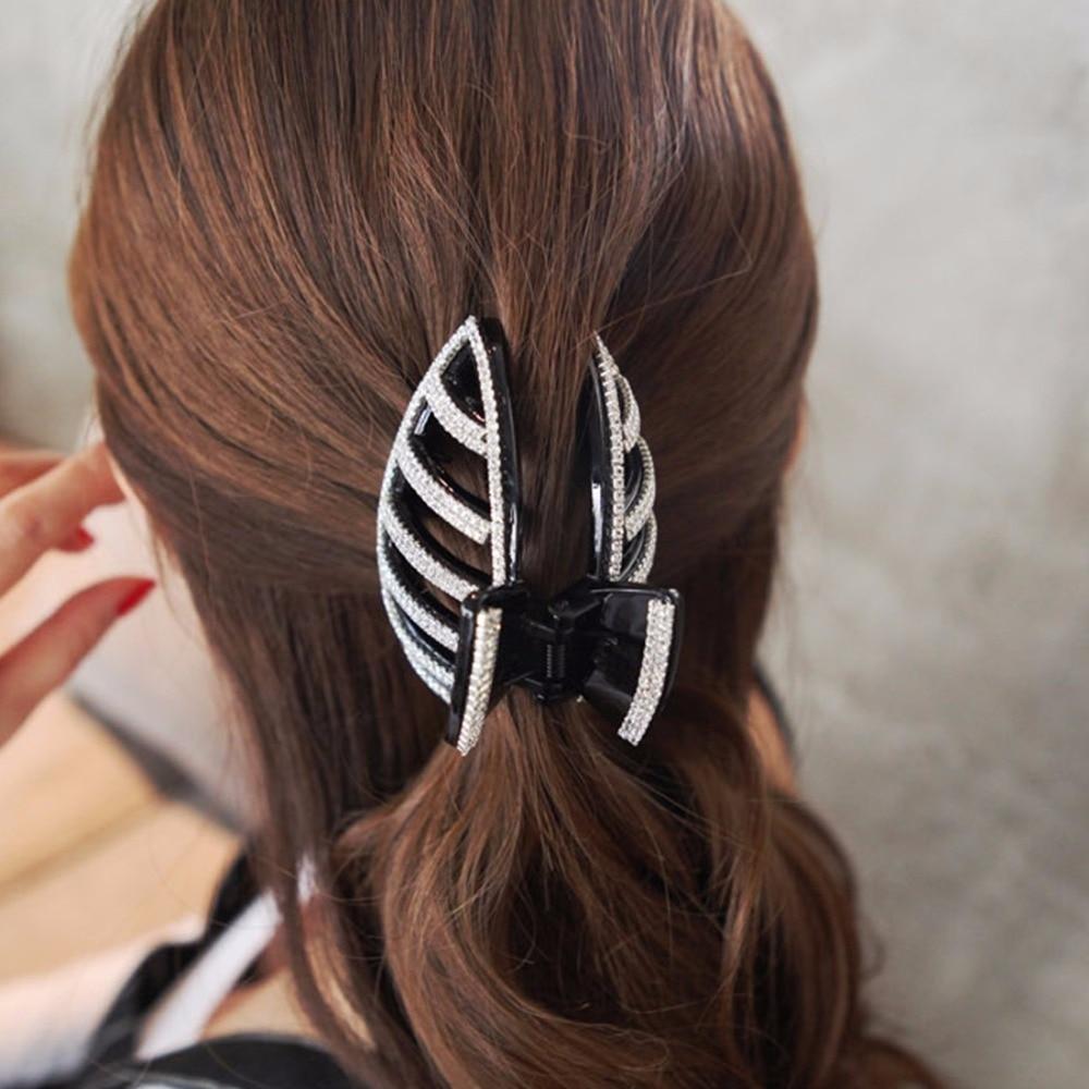 Заколка-краб для волос очень удобна своей универсальностью.