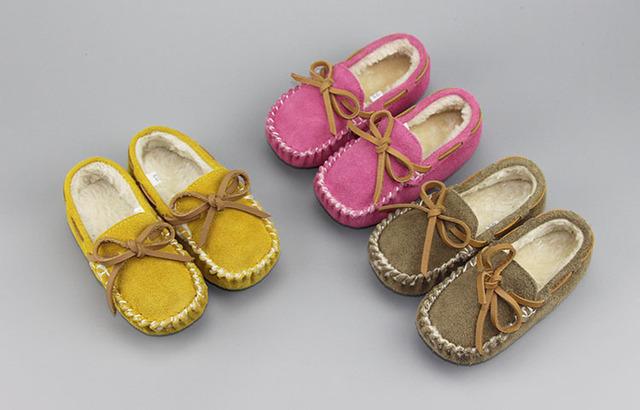 Nuevo caliente del invierno de cuero de gamuza genuina con piel sólido Mocasines barco zapatos zapatillas de chicos bebé niños solos zapatos casuales de cuero