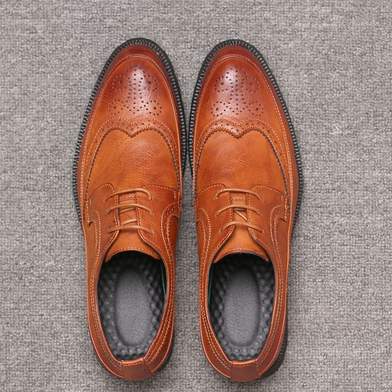 Men Lace-up Leather Shoes British Style Carved Bullock Pointed Toe Casual Shoes Fashion Men Brogue Shoes Italian Spiked Zapatos new fashion 2016 pointed toe lace up comfortable flat shoes women fashion cool girl breathable british style casual shoes dt205