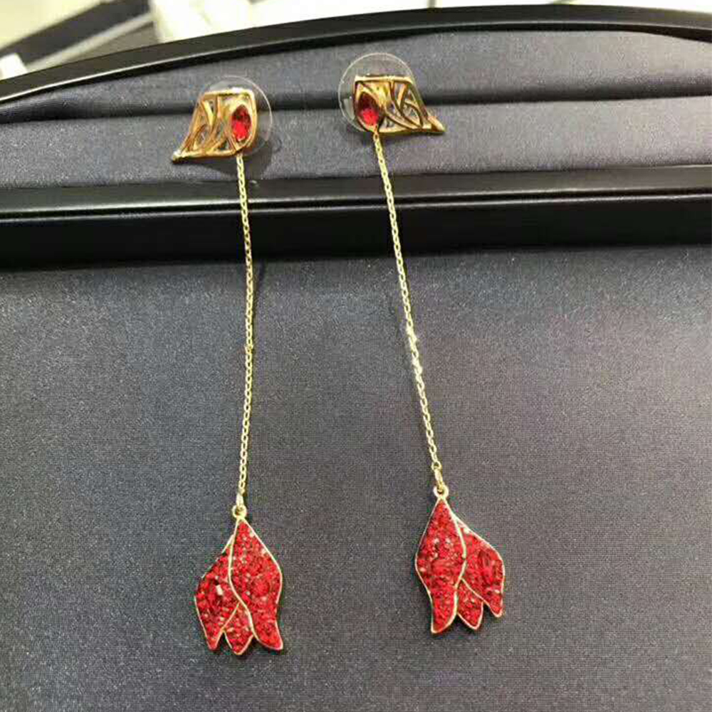 SWA RO 2019 Original New GRACEFUL BLOOM Pierced Earrings Quality Ladies Earrings Jewelry Best Choice For Valentines Day Gift SWA RO 2019 Original New GRACEFUL BLOOM Pierced Earrings Quality Ladies Earrings Jewelry Best Choice For Valentines Day Gift