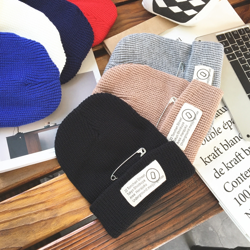 2017 Autumn Winter New Hot Fashion Female Thick Knitting Hats Caps Women Casual Simple Patch Pin Black Warm Skullies Beanies