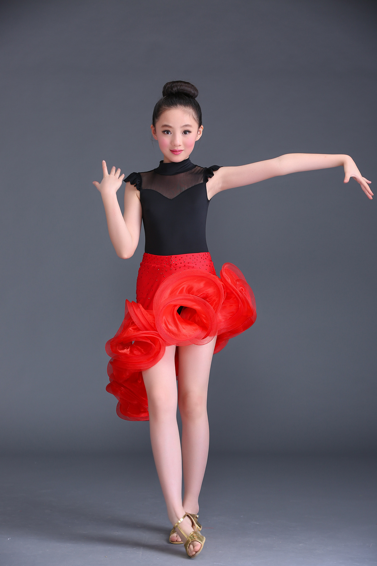 2017 New ballroom dance womens latin dress Children sleeveless black zipper top red Curling skirt Latin dance dress for kid