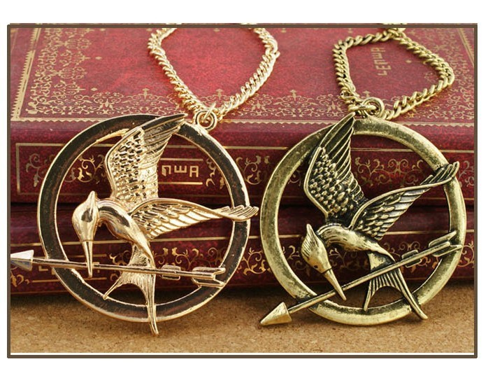 N026 Hot Sale new vintage small bronze Hunger Games trailer necklaces jewelery wholesale Free Shipping