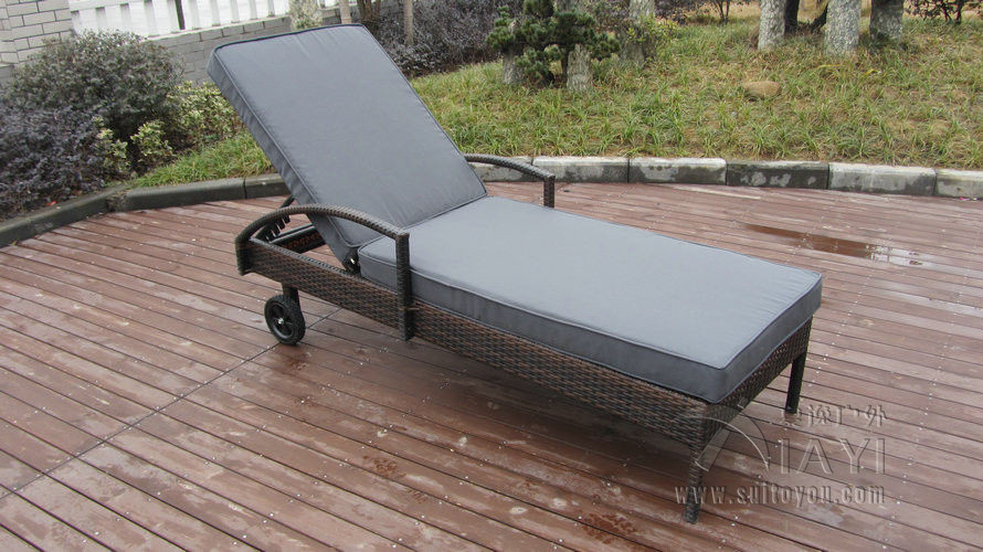 Adjustable Rattan Sun Lounger , Patio / Garden / Beach Lounger transport by sea modern swimming pool waterproof rattan sun lounger transport by sea