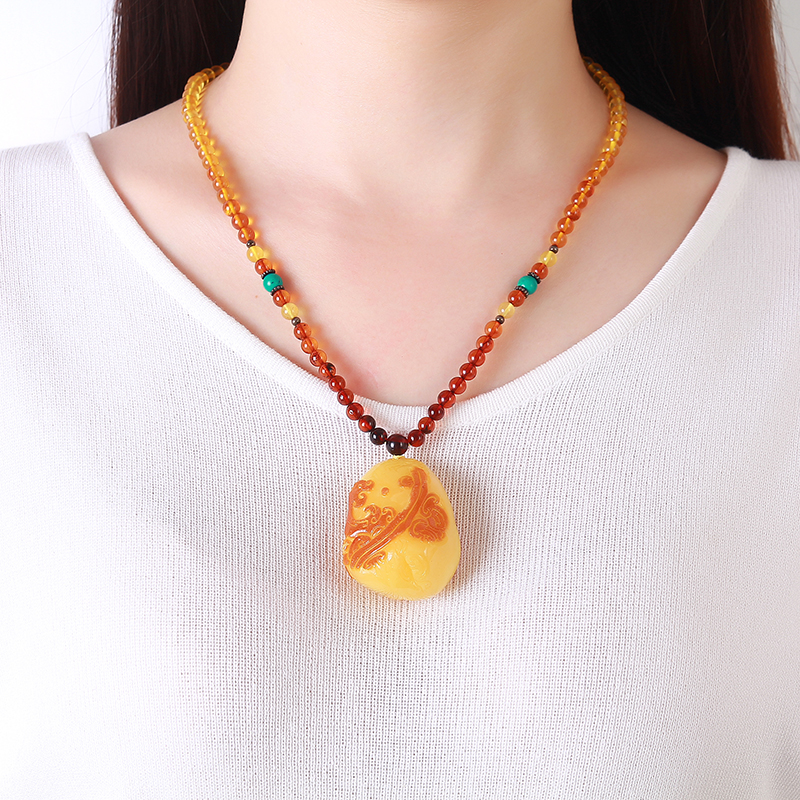 Pure 100% natural chicken oil yellow honey wax pendant water droplets amber original stone necklace accessories sweater chain natural beeswax carp pendant chicken oil yellow old honey carving pendant necklace men and women sweater chain amber jewelry
