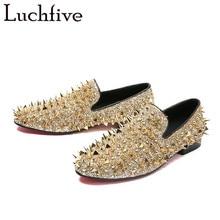 Nova Moda Masculina slip-on Sapatos Homens pico sapatos de lantejoulas e longo reluzente rivet decorado salto baixo ocasional Dos Homens sapatos Zapatos
