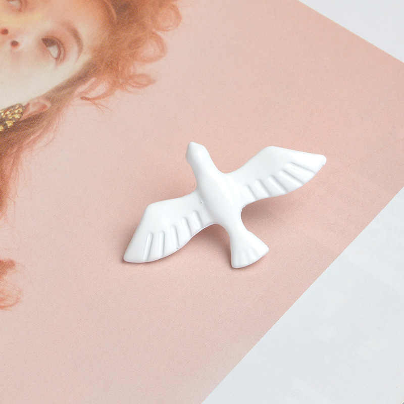 Брошь в виде голубя мира, белая Летающая пуговица с изображением птички, брошь, сумка, рубашка, булавка для куртки, значок, мультфильм, животное, ювелирный подарок для детей
