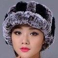 2016 Женщины Повседневная Полосатый Рекс Кролика Hat Меховой Шар настоящее Теплые Эластичные Шляпы Цвета Зима Леди Шапочки Шапка Высокая качество