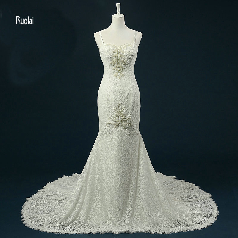 Vestido de novia de sirena de encaje 2018 Perlas largas de tren Correa de espagueti Vestidos de novia de playa Vestido de novia vestido de noiva