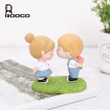 Roogo Sweet Lovers Decor For Home Furnishing Resin Miniature Garden Accessories Creative Decorative Figurines Birthday Gift