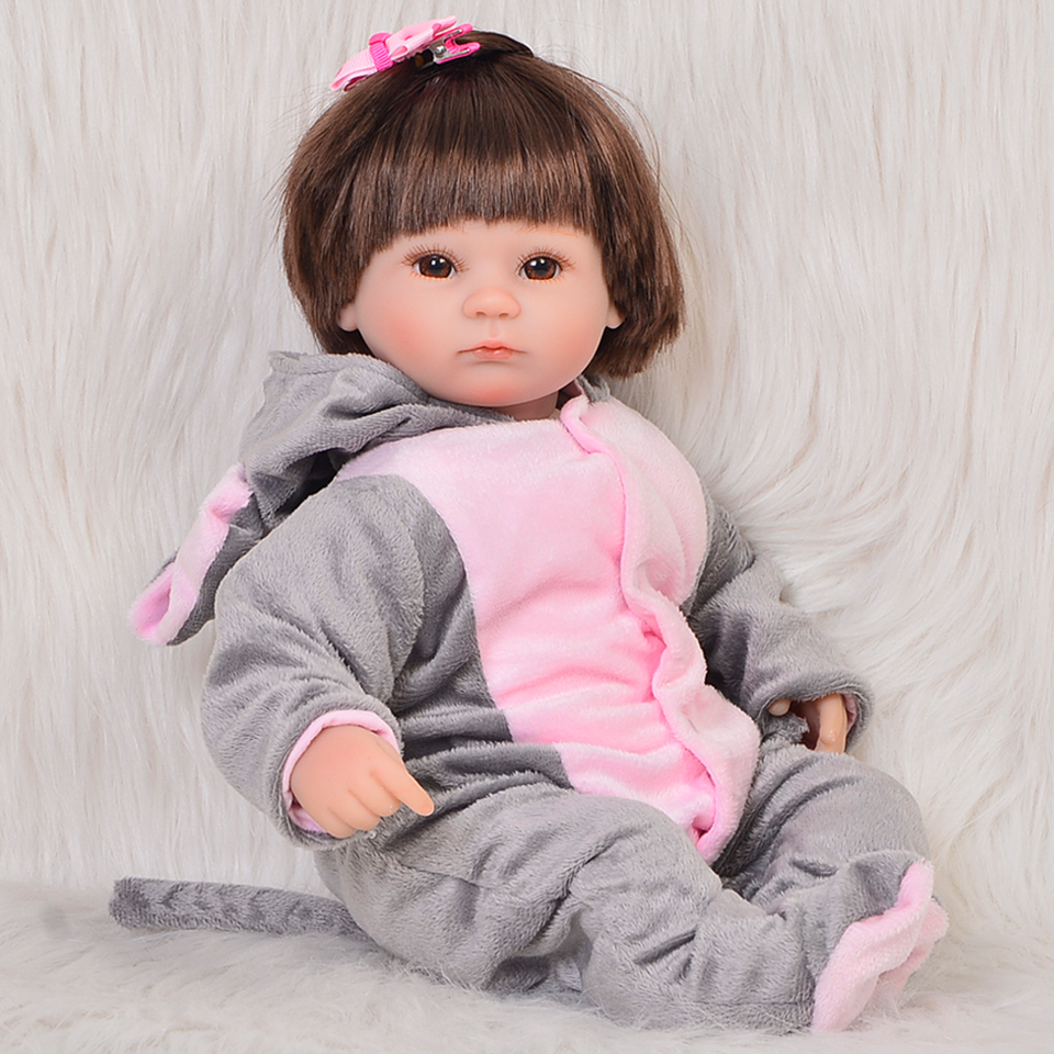 Real Als Grijze Olifant Reborn Boneca 17 inch Zachte Siliconen Baby 'S Meisje 43 cm PP Katoen Lichaam Reborn Baby Poppen voor Kinderen Playmate-in Poppen van Speelgoed & Hobbies op  Groep 1