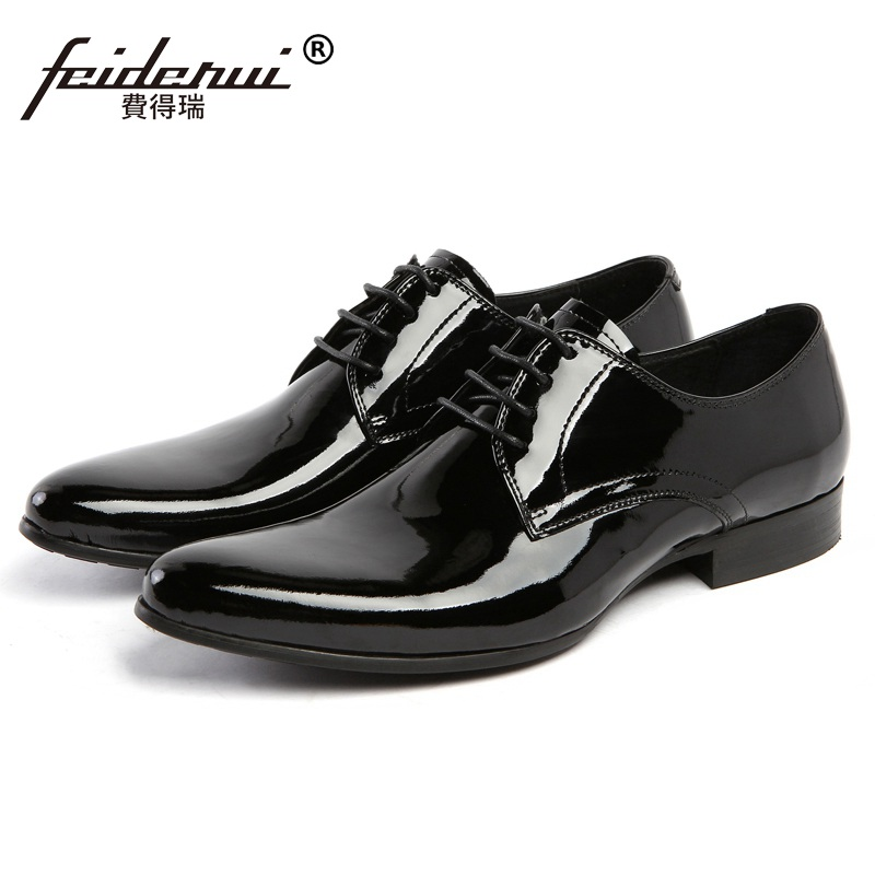 цена 2017 Italian Designer Man Derby Dress Shoes Patent Leather Oxfords Pointed Toe Men's Handmade Wedding Flats For Bridal AS18