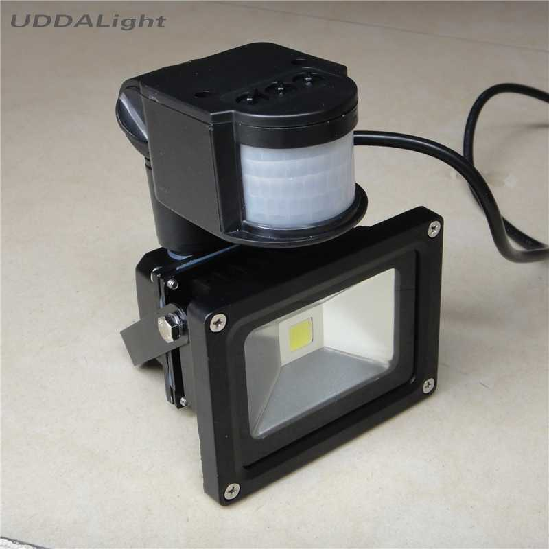black one 10W floodlight with motion sensor IP65