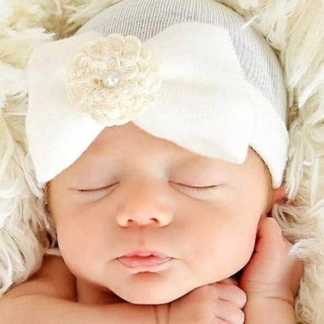 Gorros suaves del bebé para las muchachas del bowknot de La Flor de las  muchachas beanie 6c3e73cd697