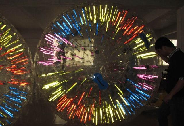 색깔 : fluorescent ball