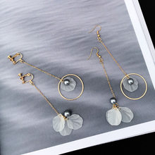 Wholesale minimalist retro irregular gray pearl earrings asymmetric petals ear nail ear hole ear clip female 121(China)