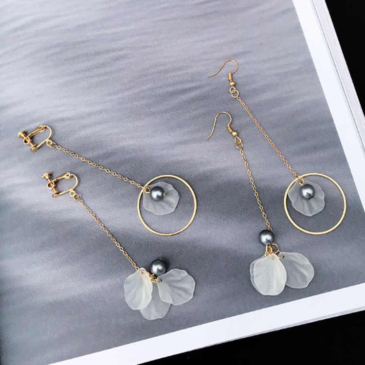 Wholesale minimalist retro irregular gray pearl earrings asymmetric petals ear nail ear hole ear clip female 121