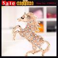 Luxury Golden Crystal Tone Walking Horse Inlay White Rhinestone Brooch Pin Personality Rhinestone for Women Jewelry Accessories