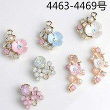 Groothandel 50 Stuks Imitatie Crystal Pearl Lichtmetalen Flower Charm Hangers Voor Meisjes Ornament Accessoires Mode sieraden Diy