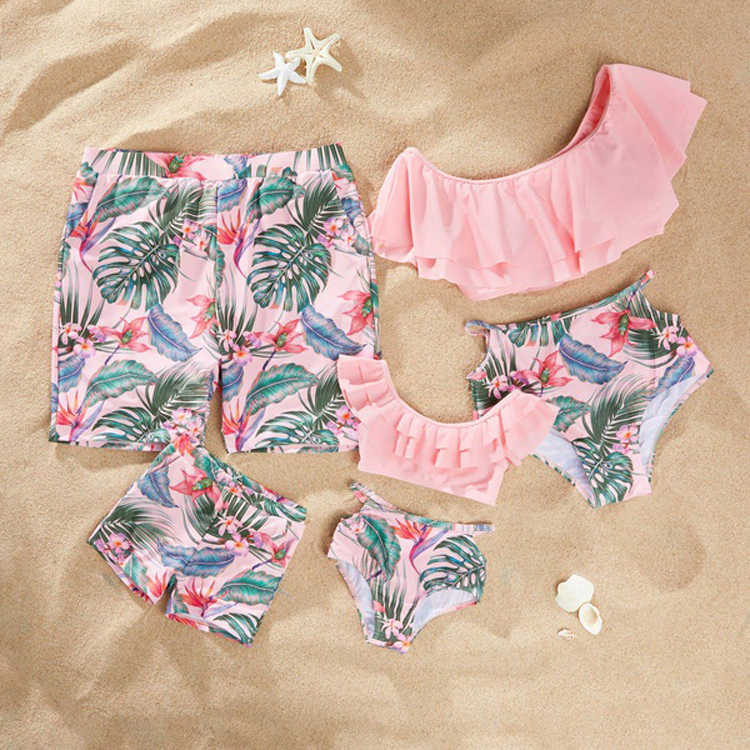 Sand Swimsuits Family Matching Clothes Look Mommy Dad and Me Swimwear Flounce Mother Daughter Bikini Father Son Swimming Shorts