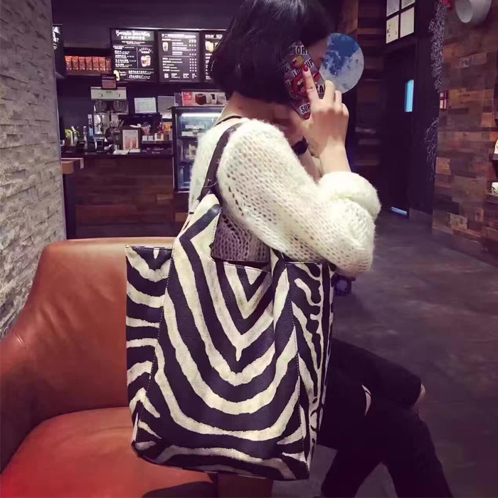 2018 New Zebra - striped Women's bag striped color Vintage Style simple Casual tote bag Women Zebra Large Capacity handbag casual scoop collar sleeveless color block striped sundress for women