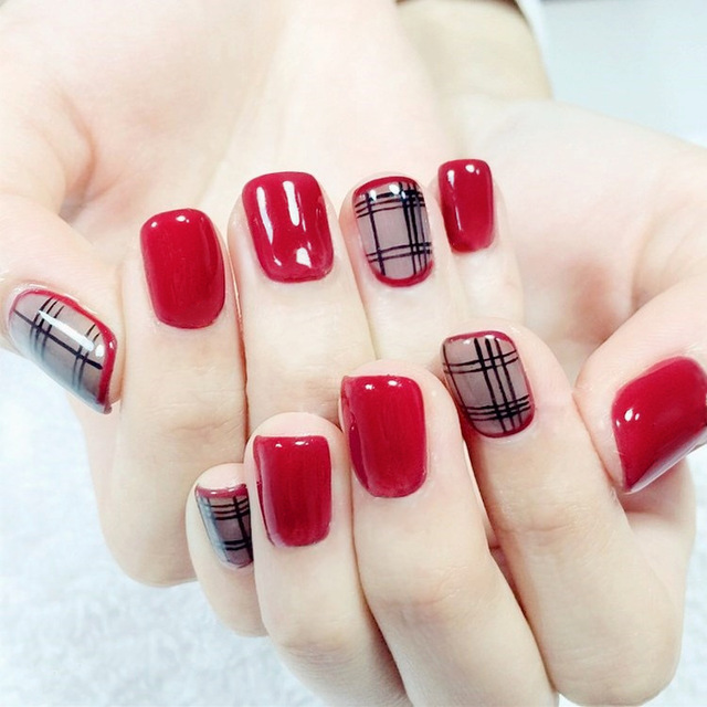 24pcs Short Wine Red Nail Art Short Winter False Nails With Black