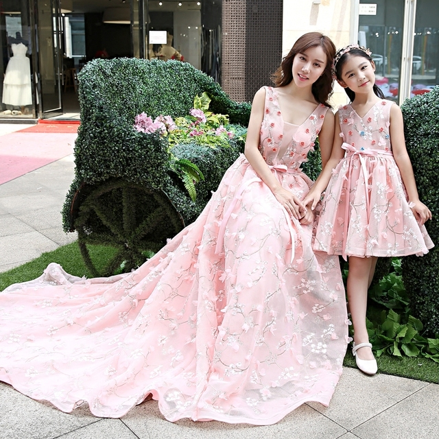 Mother Daughter Dresses for Family Wedding Dress Flower Mom and Kids Lace Embroidery Party Wedding Ball Gown Clothes Outfit