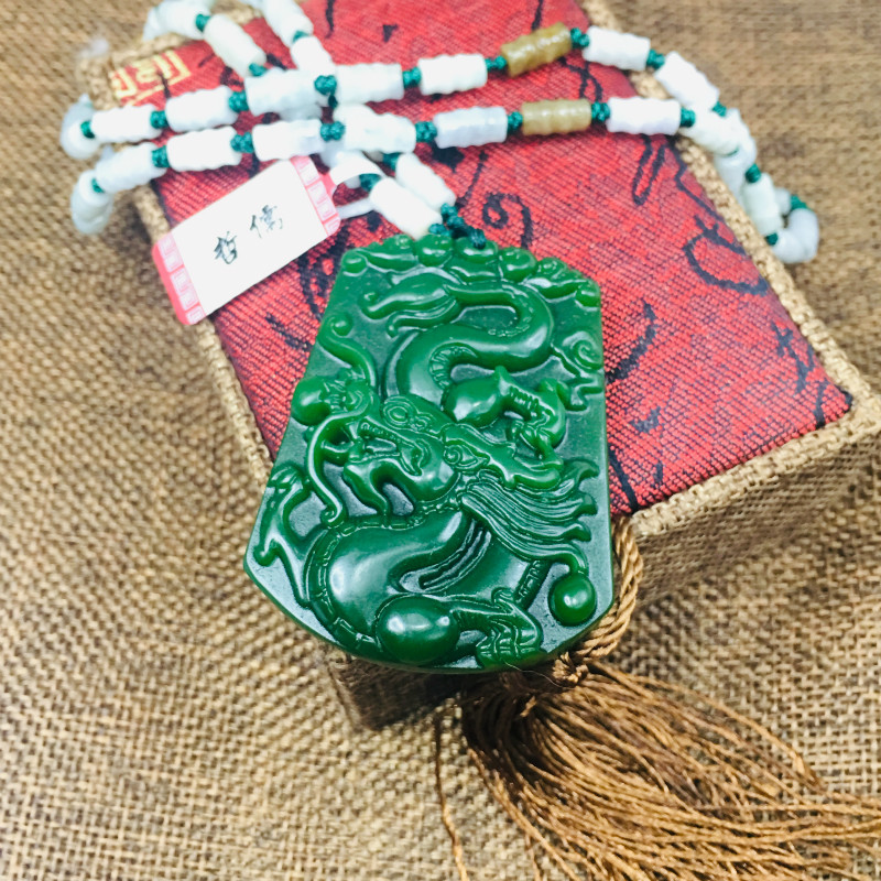 New Natural JADESt Pendant Carved Green Good Fortune Dragon Pendant Take Three Color Bead Chain Sweater ChainNew Natural JADESt Pendant Carved Green Good Fortune Dragon Pendant Take Three Color Bead Chain Sweater Chain
