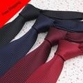 Plaids Corbatas baratas Pequeño Punto Negro Azul Marino Rojo Borgoña Corbata hombres 7 cm Tejida Corbata Delgada Para Los Hombres Vestidos Baratos Corbatas Plaids