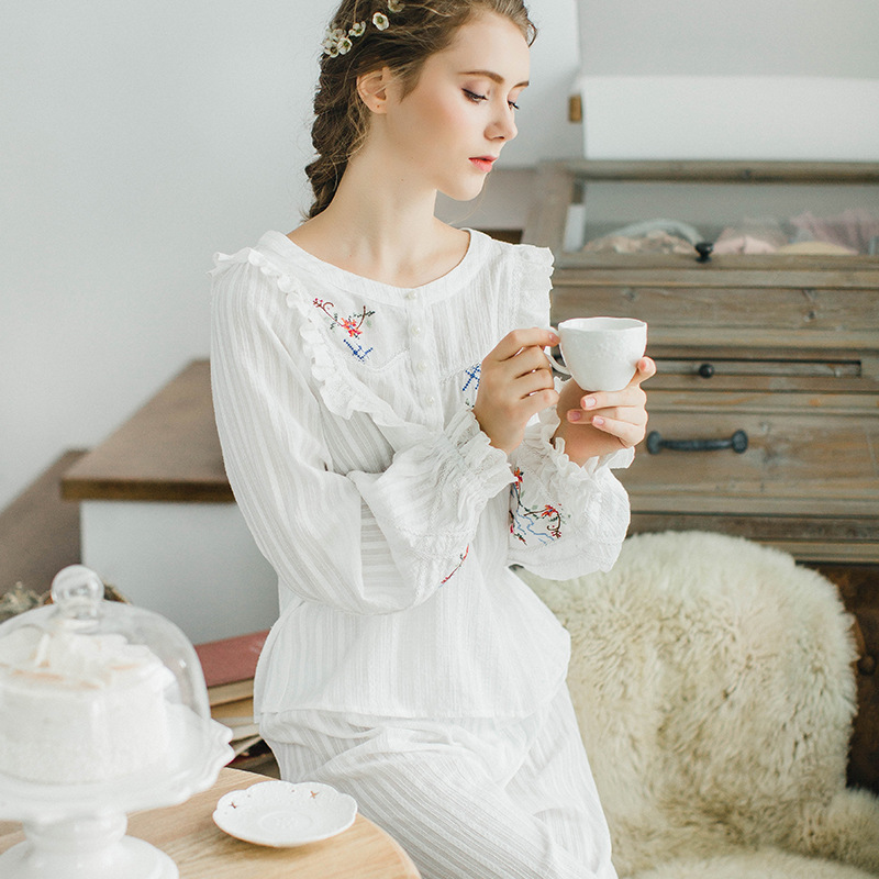 New Autumn and Winter Women Princess Cotton Leisurewear   Pajamas     Set   Female Pyjimas Sleepwear European Retro Clothings QW1701