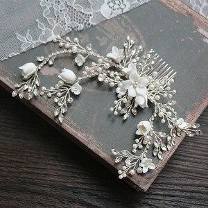 Image 2 - Цветок Серебряный цвет Свадебный гребень для волос ювелирные изделия Свадебная вечеринка ободки для невесты винтажная одежда для волос ювелирные изделия аксессуары