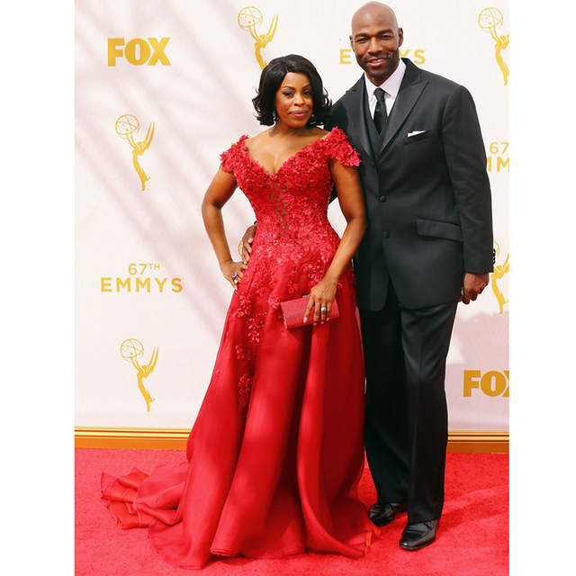 d99e4900a46 Glarmous Red Lace Celebrity Dresses Short Sleeves Niecy Nash Red Carpet  Dresses 67th Emmy Awards Sexy