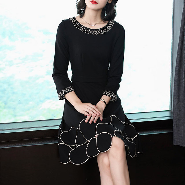 2018 New Autumn Fashion Women's Clothing O-neck Hollow Out Embroidery Dress Three Quarter Sleeves Dresses Female
