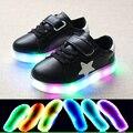 2017 nuevas ventas calientes Europea LED iluminado niños zapatos casuales alta calidad Lindo stars kids shoes moda muchachos de las muchachas del bebé zapatos