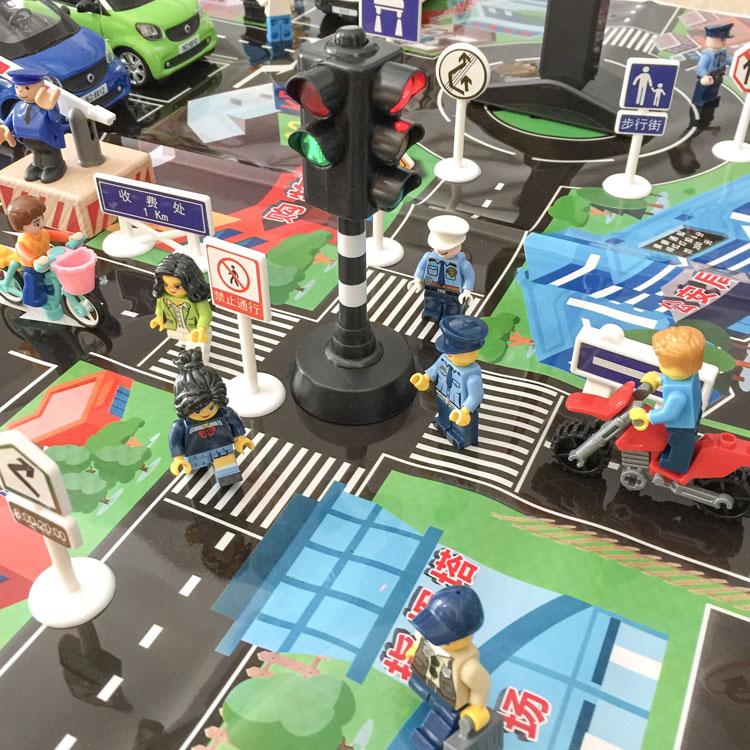 Купить с кэшбэком Traffic Light Toy with Flashing Signs and Sound Safety Education Model