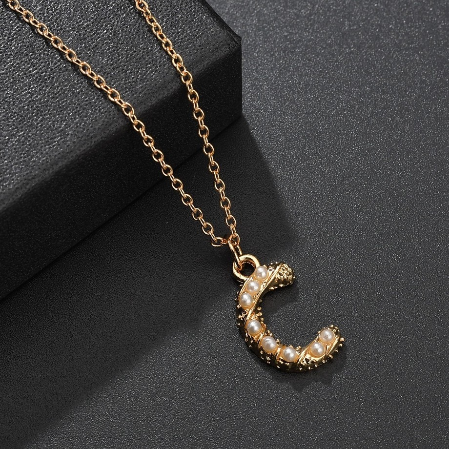 Alloy Imitation Pearl Initial Letter Necklace Fashion Letter C Pendant Necklace Sweet Charm Ladies Necklace Girlfriend Gift