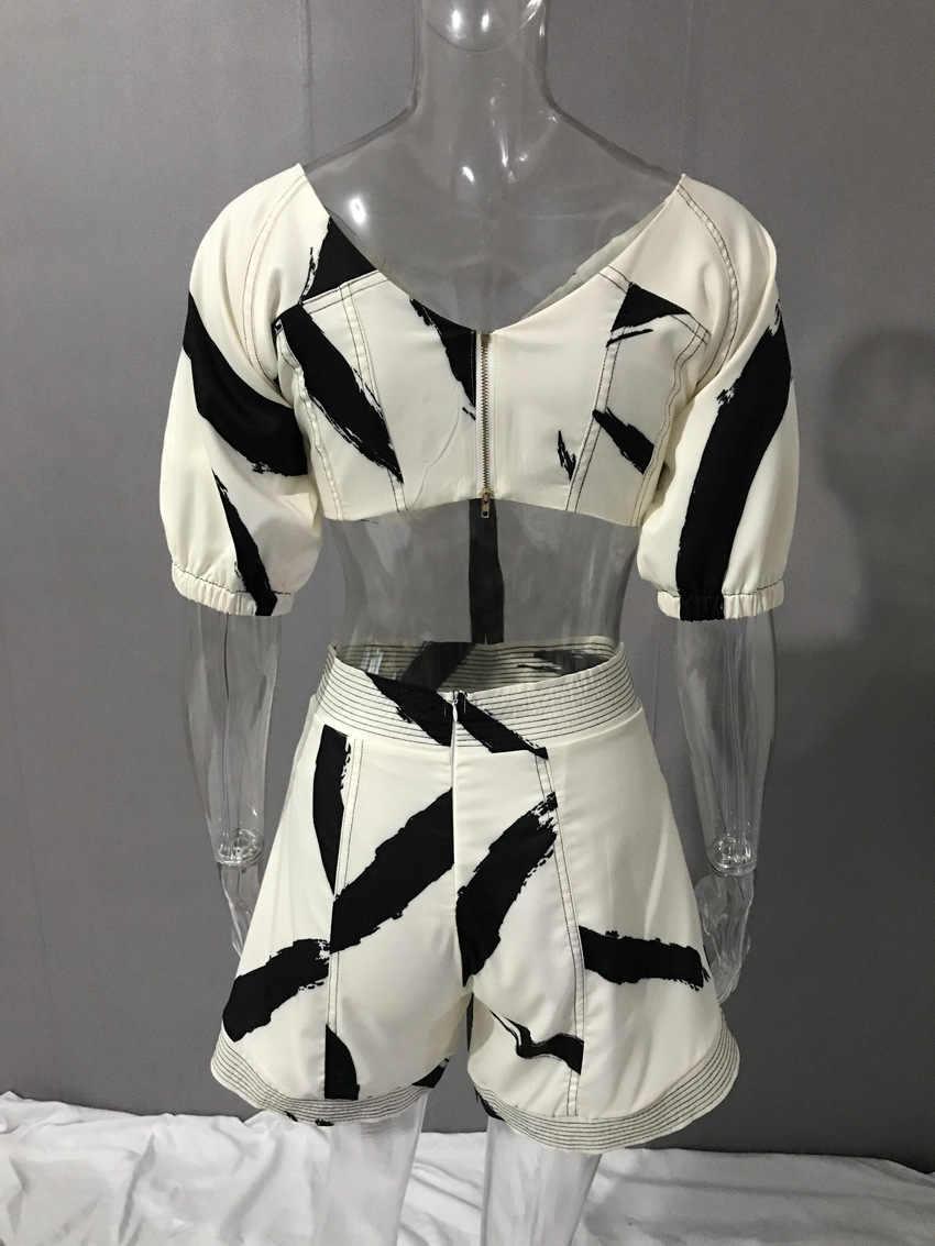 TWOTWINSTYLE шорты с принтом костюм женские с v-образным вырезом фонарь рукав рюшами Короткие топы с высокой талией Мини широкие брюки Лето 2019