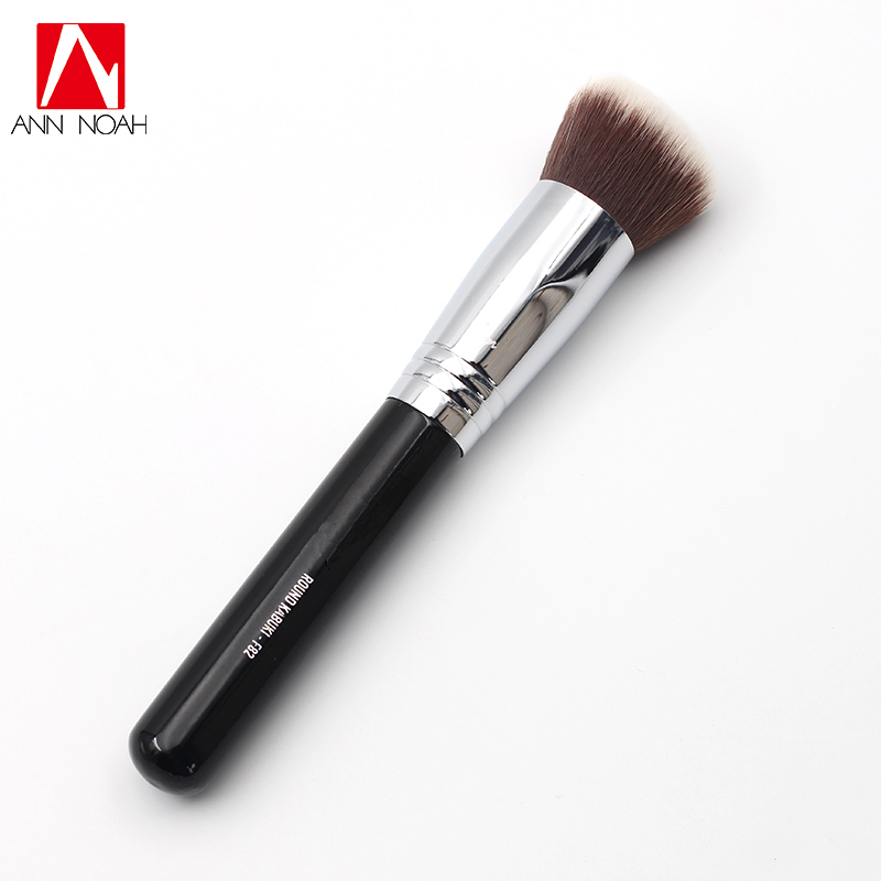 Professional Makeup Wood Handle Exclusive Soft Dense Synthetic Fiber Flawless F82 Round Head Kabuki Powder Brush