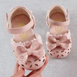 Image 1 - 최신 여름 키즈 신발 2020 패션 가죽 소녀를위한 달콤한 어린이 샌들 유아 아기 통기성 Hoolow Out Bow Shoes