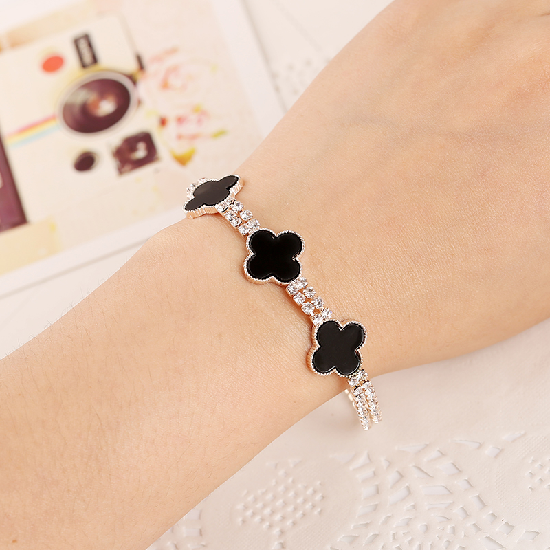 European Hot New Design Charm Crystal Bracelet Three Black Flower