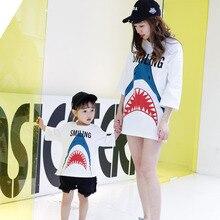 ddafc88cb95d2 ZMHYAOKE Maman et Moi Vêtements 2018 Summer Shark Motif Manches Trimestre  T-shirt Casual Maman Fille Même Vêtements Famille Look