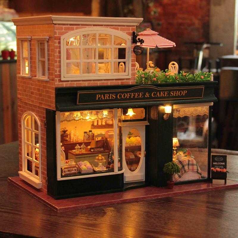 Oyuncaklar ve Hobi Ürünleri'ten Oyuncak Bebek Evleri'de Ahşap Dollhouse Minyatür 3D Kitleri Paris Kahve Kek Dükkanı Modeli mobilya Gösterisi Fotoğrafları Ses kontrol Anahtarı LED Müzik kutusu H022'da  Grup 3