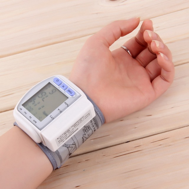 2015 Hot Digital LCD Automatic Wrist Blood Pressure Monitor Heart Beat Rate Pulse Meter Measure Retail& Wholesale Fashion