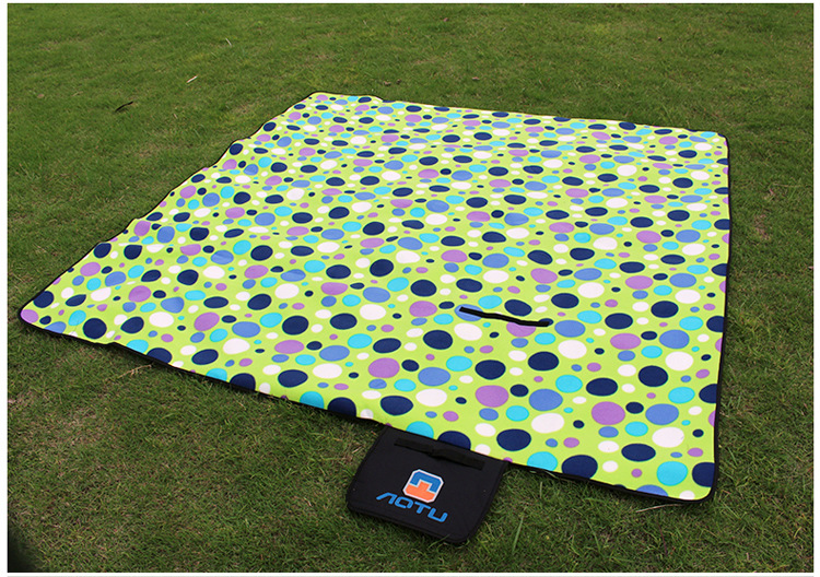 Attractive Outdoor Camping Aluminum Film Picnic Blanket Waterproof Picnic Mat Waterproof  Outdoor Cushions(China (Mainland